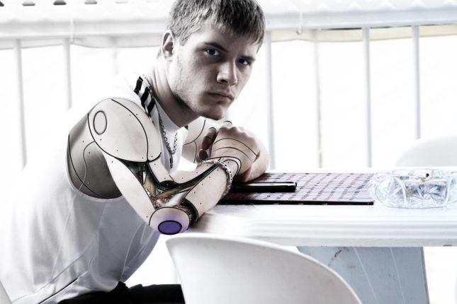 Sztuczna inteligencja człowiek robot
